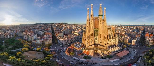berwisata ke Barcelona