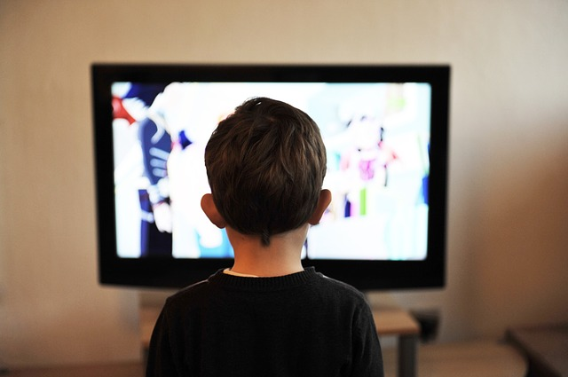 anak nonton tv