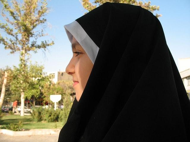 Saat Jilbab Hanya Menjadi Penutup Kepala