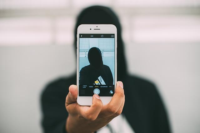 selfie-smartphone-mahasiswa